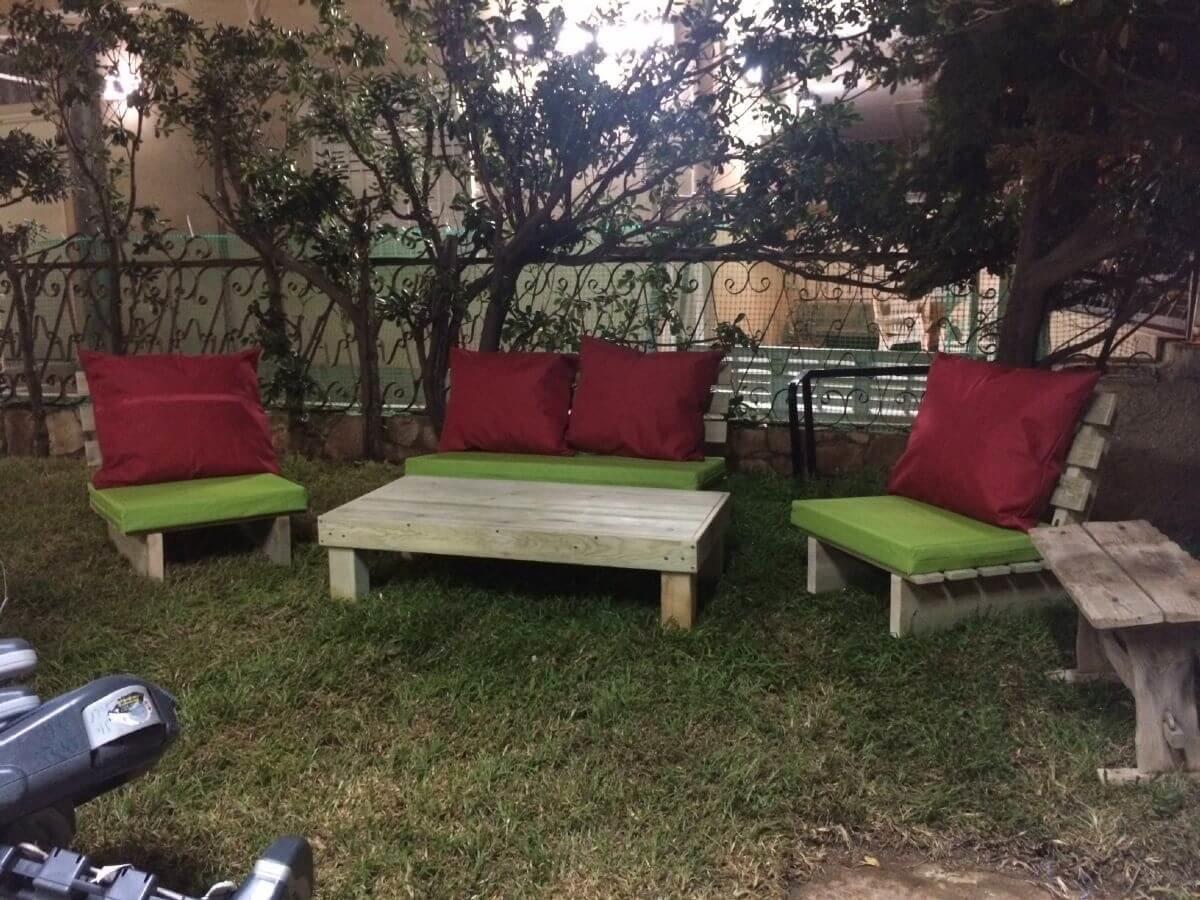 סט ישיבה מעץ אורן דגם זולה כולל ריפוד